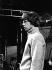"""Mick Jagger (né en 1943), chanteur et musicien britannique, membre du groupe vocal anglais The Rolling Stones, lors d'une répétition pour l'émission de télévision """"Ready Steady Go!"""". Angleterre, 1964-1966. Photographie de Mick Ratman. © Mick Ratman / TopFoto / Roger-Viollet"""