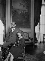 Mary Pickford (1893-1979), Canadian actress, with her husband Douglas Fairbanks (1883-1939), American actor. Paris, hôtel Crillon, 1926. © Roger-Viollet