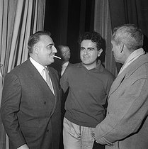 Guy Béart (1930-2015), French singer-songwriter, and Bruno Coquatrix (1910-1979), manager of the music hall Paris Olympia. Paris, Bobino, October 1958. © Studio Lipnitzki / Roger-Viollet