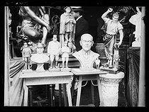 "World War I. Statuettes in a shop : Joseph Gallieni, Ferdinand Foch, Philippe Pétain and President Woodrow Wilson. Photograph published in the newspaper ""Excelsior"", on June 24, 1917. © Excelsior – L'Equipe/Roger-Viollet"