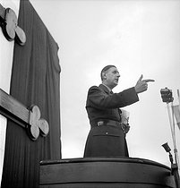 General Charles de Gaulle (1890-1970) making a speech in Algiers (Algeria), on October 12, 1947. © Roger-Viollet