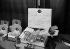 """Guerre 1939-1945. Le """"colis au soldat"""". Paris. Automne 1939.      © Albert Harlingue/Roger-Viollet"""