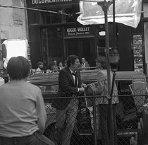 "Shooting of the film ""Le Cavaleur"" by Philippe de Broca. Jean Rochefort. Paris, September 1978. © Alain Bonhoure/Roger-Viollet"