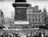 Rassemblement sur Trafalgar Square pour l'anniversaire de l'Insurrection de Pâques 1916 à Dublin (Irlande). Bandelore demandant la libération des prisonniers. Londres (Angleterre), 24 avril 1960. © TopFoto / Roger-Viollet