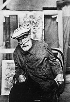 Auguste Renoir (1841-1919), French painter, 1917. © Collection Roger-Viollet/Roger-Viollet