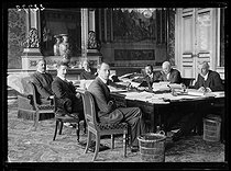 "World War I. Session of the committee in charge of the elaboration of the Treaty of Versailles (to be signed on June 28), at the Foreign Office, on June 4, 1919. From left to right : Mr Malkin (Great Britain), Mr Ricci-Busatti and Mr Tosti (Italy), Mr Fromageot (France), chairman of the committee, Mr Nagaoka (Japan), Mr Brown-Scott (United States) and Mr Hurst (Great Britain). Photograph published in the newspaper ""Excelsior"" on Thursday, June 5, 1919. © Excelsior - L'Equipe / Roger-Viollet"