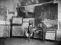 Claude Monet (1840-1926), French painter, at his place with Edouard Mortier (Duke of Trévise, 1883-1946). Giverny (France), circa 1915-1920. © Pierre Choumoff / Roger-Viollet