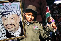 First elections of the autonomous Palestinian State. Supporter with the portrait of Yasser Arafat, late 1995. © Roger-Viollet