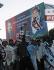 Affiches et drapeaux célébrant le retour au Pakistan de Benazir Bhutto (1953-2007), femme politique pakistanaise. Karachi, 16 octobre 2007.  © Ilyas Dean/The Image Works/Roger-Viollet