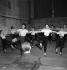 Cours de danse. Opéra de Paris, fin des années 1930. © Gaston Paris / Roger-Viollet