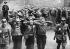 Le IIIème Reich. Annexion des Sudètes. Persécution des ennemis politiques. Peu après, ceux-ci sont arrêtés par la police. Parmi eux, le maire. Graslitz, 10 octobre 1938. © Ullstein Bild/Roger-Viollet