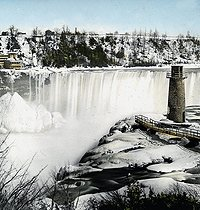 USA- Niagara Falls. The Terrapine tower in winter. photography. Detail of a colorized stereoscopic view. © Léon et Lévy / Roger-Viollet
