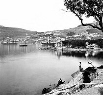Overview from the Beaulieu road. Villefranche-sur-Mer (Alpes-Maritimes, France), circa 1900. Detail of a stereoscopic view. © Léon et Lévy/Roger-Viollet