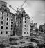 Reconstruction des immeubles après la guerre 1939-1945. Saint-Malo (Ille-et-Vilaine). © Roger-Viollet