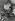 Enfants regardant des photographie représentant Ernesto Che Guevara (1928-1967), révolutionnaire argentin. Années 1960. © Imagno / Roger-Viollet