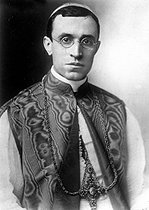 Cardinal Eugenio Pacelli (1876-1958), future pope Pius XII.   © Roger-Viollet