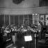 """Enregistrement de la musique du film de Federico Fellini """"La Strada"""" avec Giulietta Masina sous la direction de Franck Pourcel. Paris, mars 1955.  © LAPI/Roger-Viollet"""
