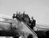 Camilo Cienfuegos (1932-1959), révolutionnaire cubain, arrivant aux Etats-Unis avec une délégation de révolutionnaires afin de commencer leur tournée américaine. New York (Etats-Unis), 22 février 1959.  © Saavedra / The Image Works / Roger-Viollet