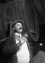 Wine growers. Wine taster  in the Touraine region. Limeray (France), 1931-1934. Photograph by François Kollar (1904-1979). Paris, Bibliothèque Forney. © François Kollar / Bibliothèque Forney / Roger-Viollet