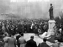 Unveiling of the statue of Mrs Pankhurst's , leader of the British suffragettes, by Stanley Baldwin. London, Victoria Tower Gardens. March 1930. © Roger-Viollet