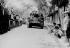 Guerre d'Indochine. Annamites regardant passer les chars du RICM, à Haïphong. © Roger-Viollet
