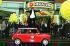 """Richard Branson (habillé comme le personnage du film """"Austin Powers""""), entrepreneur britannique, président du groupe Virgin, à l'ouverture de son nouveau magasin Virgin Megastore à King's Road.  Londres, 19 novembre 1997. © TopFoto/Roger-Viollet"""