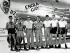 """Guerre 1939-1945. Equipage du bombardier B-29 """"Enola Gay"""" et le pilote Paul Tibbets (1915-2007), au milieu, en charge du largage de la bombe atomique sur Hiroshima (Japon) le 6 août 1945. Archipel des Mariannes. © Bilderwelt/Roger-Viollet"""