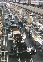 """Simca car factory. The """"Chambord"""" milling line. Poissy (France), circa 1955. © Roger-Viollet"""