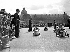 Course d'autos à pédales sur l'esplanade des Invalides. Paris, octobre 1942.            © LAPI/Roger-Viollet
