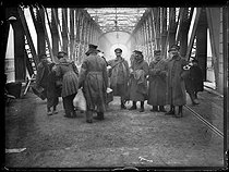 World War I. Repatriated soldiers from the Alsace-Lorraine region, crossing the Kehl Bridge, on the left bank of the Rhine near Strasbourg, after being released by the Germans. Late November 1918. © Excelsior - L'Equipe / Roger-Viollet