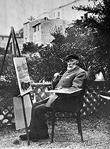Auguste Renoir (1841-1919), French painter, in his property in Cagnes-sur-Mer (Alpes-Maritimes, France).    © Albert Harlingue/Roger-Viollet