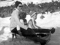 Princess Grace of Monaco on winter vacation with her children Albert and Caroline. Gstaad (Switzerland), on February 15, 1962.   © TopFoto / Roger-Viollet