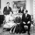 La famille royale britannique. Debouts: le prince Charles, la princesse Anne et le prince Andrew. Assis : la reine Elisabeth II, le prince Edward et le prince Philip, duc d'Edimbourg. Londres (Angleterre), palais de Buckingham, 20 novembre 1972. © TopFoto/Roger-Viollet