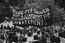 Demonstration of feminist movements for the freedom of  birth control. Paris, October 1979. Photograph by Janine Niepce (1921-2007). © Janine Niepce / Roger-Viollet