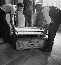 Return of the masterpieces at the Louvre museum, after the war. Paris, 1945. © Pierre Jahan / Roger-Viollet