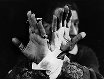 Hands of Sacha Guitry (1885-1957), French actor, writer and director. Photograph by Henri Manuel (1874-1947). © Henri Manuel / Collection Harlingue / Roger-Viollet