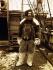 """Robert Edwin Peary (1856-1920), explorateur polaire américain, à bord du """"Roosevelt"""" lors de l'expédition de 1905-1906. © Ullstein Bild / Roger-Viollet"""