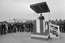 Maiden flight of the Concorde, supersonic passenger airliner. Georges Pompidou (1911-1974), President of the French Republic, making a speech at the Toulouse airport (France), on October 1st, 1969. © Jacques Cuinières / Roger-Viollet