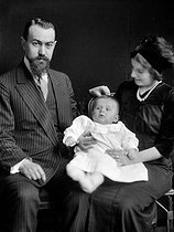 Kokochinsky and his family, Russian expatriates, after 1917. Photo Choumov. © Pierre Choumoff / Roger-Viollet