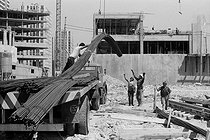 Algerian and Portuguese migrant workers on a construction site, rue Eugène Carrière. Paris (XVIIIth arrondissement), 1969-1970. Photograph by Léon Claude Vénézia (1941-2013). © Léon Claude Vénézia / Roger-Viollet