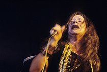 Janis Joplin (1943-1970), chanteuse américaine, lors du Festival de Woodstock. Bethel (New York, Etats-Unis), 16 août 1969.  © Shelly Rusten/The Image Works/Roger-Viollet