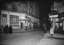 Cabarets-restaurants russes à Montmartre. Paris, vers 1920. © Albert Harlingue/Roger-Viollet