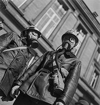 World War II. Exercises of civil defence. Firemen equipped with gas masks. Paris, 1939. © Gaston Paris / Roger-Viollet