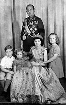 King Paul of Greece (1901-1964), Queen Frederika of Hanover and their children. From left to right: future King Constantine II, Princess Irene and Princess Sofia (future wife of King Juan Carlos I of Spain). © Roger-Viollet