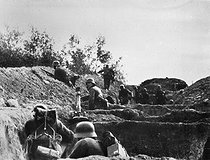 World War II. Russian front. Siege of Stalingrad. German soldiers in a trench, November 1941. © LAPI / Roger-Viollet