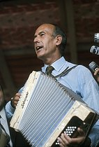 Valéry Giscard d'Estaing (born in 1926), French statesman, playing the accordion. Montmorency (France), 1973. © Jean-Pierre Couderc / Roger-Viollet