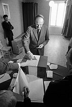 Valéry Giscard d'Estaing (born in 1926), French politician, during the legislative elections of 1973. Chanonat (France), on March 4, 1973. © Jean-Pierre Couderc / Roger-Viollet