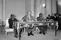 Conference of African countries. Félix Houphouët-Boigny (Ivory Coast), Valéry Giscard d'Estaing and Omar Bongo (Gabon). Paris, May 1978. © Jacques Cuinières / Roger-Viollet