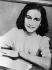 Anne Frank (1929-1945), jeune juive allemande qui émigra aux Pays-Bas avec sa famille pendant la période nazie. Séparées du reste de sa famille, sa soeur Margot et elle moururent de la typhoïde au camp de concentration de Bergen-Belsen (Allemagne). © Ullstein Bild / Roger-Viollet
