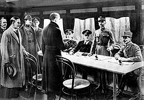 World War I. Signing of the armistice. From right to left: General Weygand, Marshall Foch, Sir R. Wemyss, Sir Hope, Captain Marriot, General Winterfeldt, Oberndorff and Vaniielow. Rethondes (France), on November 11, 1918. © Roger-Viollet